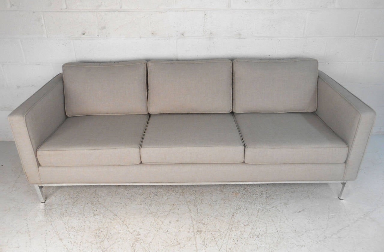 Mid-Century Modern Sofa after Florence Knoll In Good Condition For Sale In Brooklyn, NY