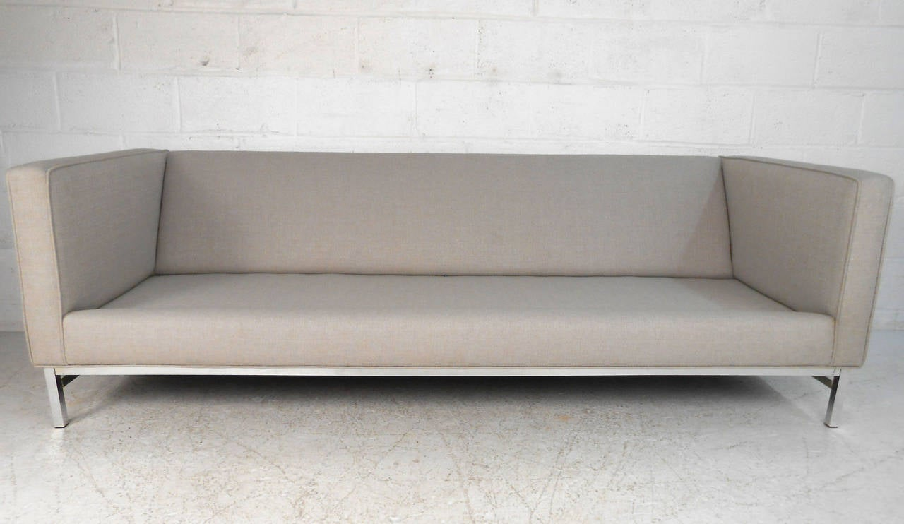 Mid-Century Modern Sofa after Florence Knoll For Sale 1