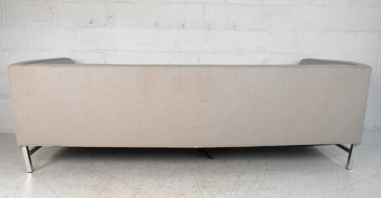 Mid-Century Modern Sofa after Florence Knoll For Sale 2