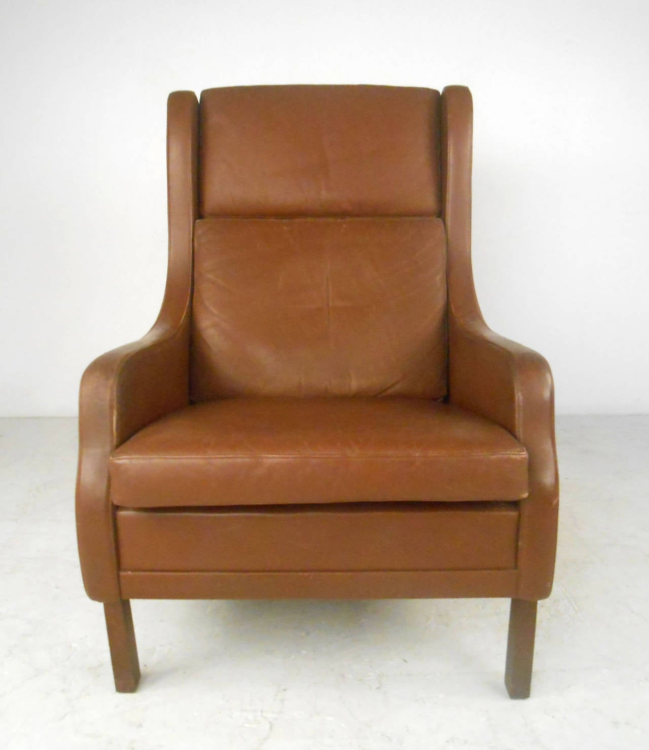 Unique Mid-Century Modern Vintage Leather Danish Lounge Chair In Good Condition For Sale In Brooklyn, NY