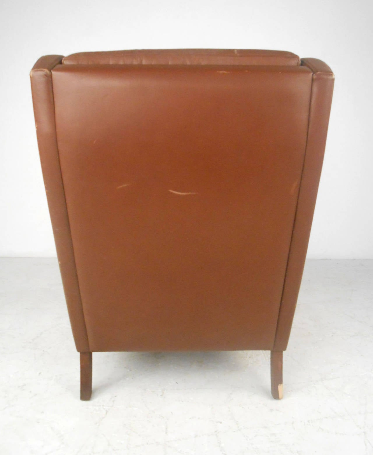 Unique Mid-Century Modern Vintage Leather Danish Lounge Chair For Sale 1