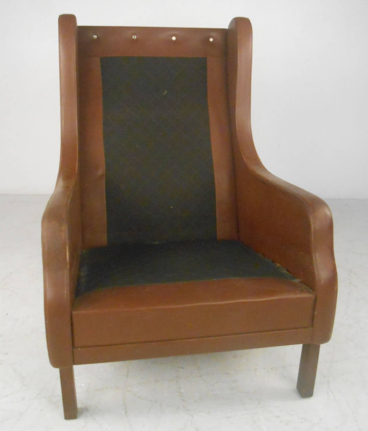 Unique Mid-Century Modern Vintage Leather Danish Lounge Chair For Sale 2