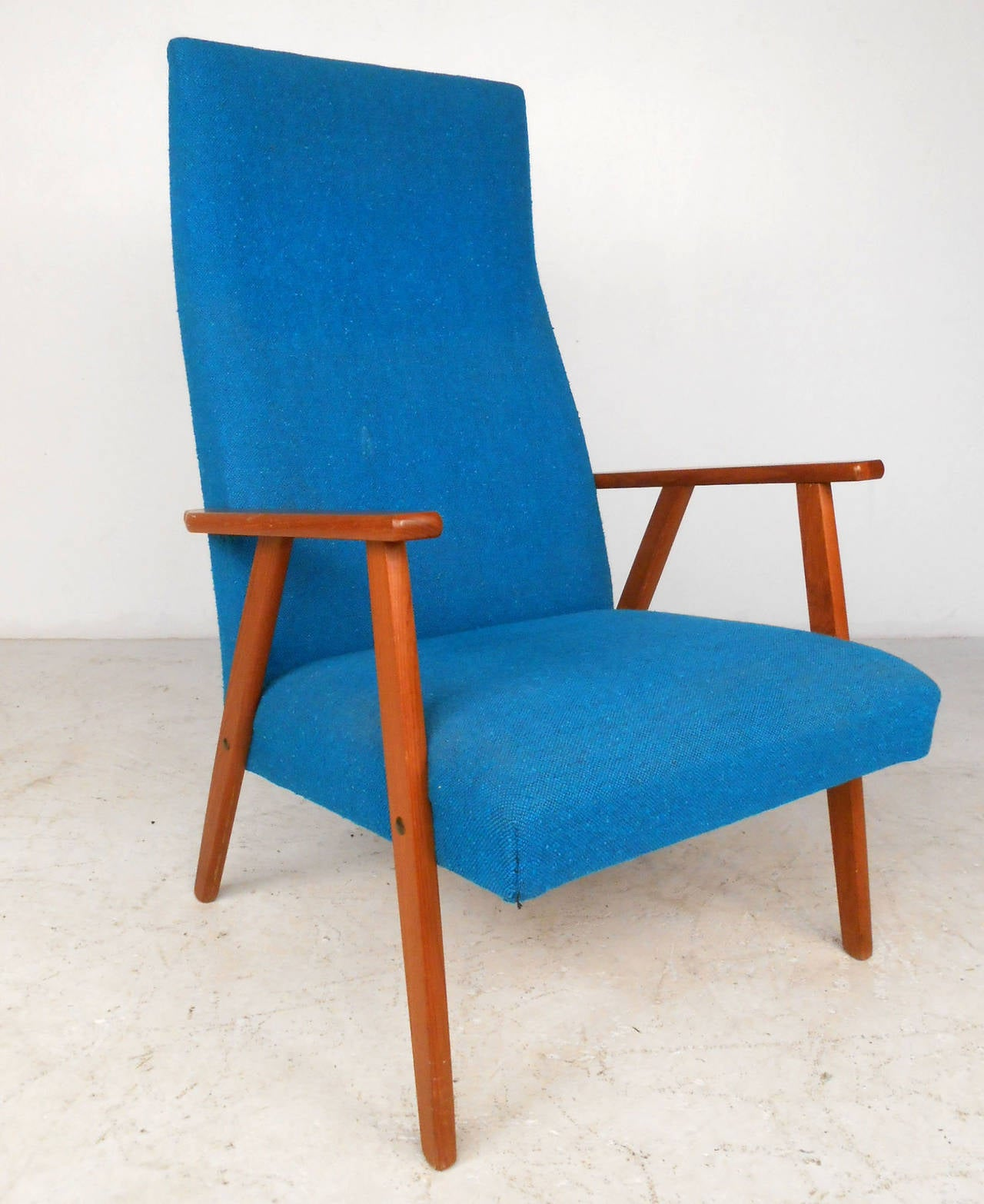 Mid-Century Scandinavian Modern Highback Armchair In Good Condition For Sale In Brooklyn, NY