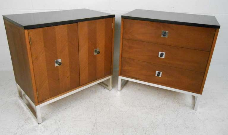 Pair of Thomasville Furniture Co Dressers For Sale at 1stdibs