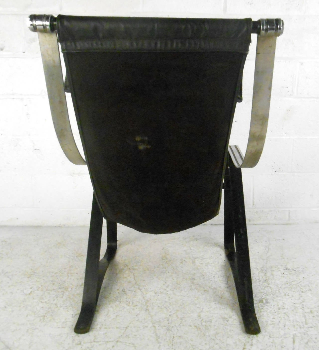 Mid-Century Leather Sling Lounge Chair For Sale 1