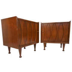 Pair of Vintage Walnut Nightstands by Hoke
