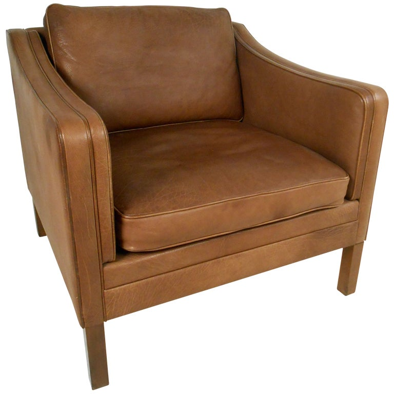 Mid century leather club chair at 1stdibs for Mid century modern leather chairs