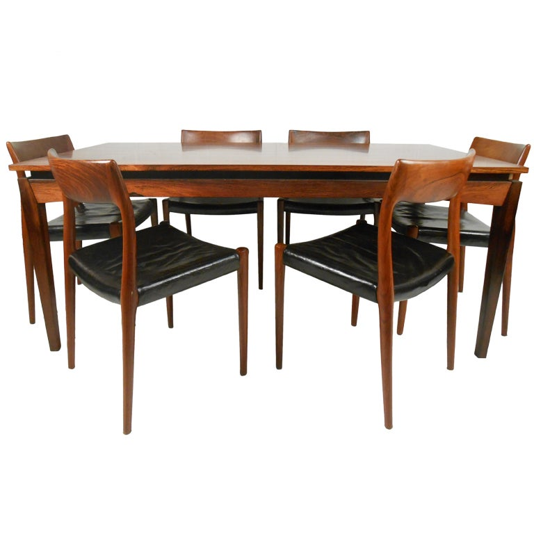 Rosewood Table And Six J L Moller Chairs At 1stdibs