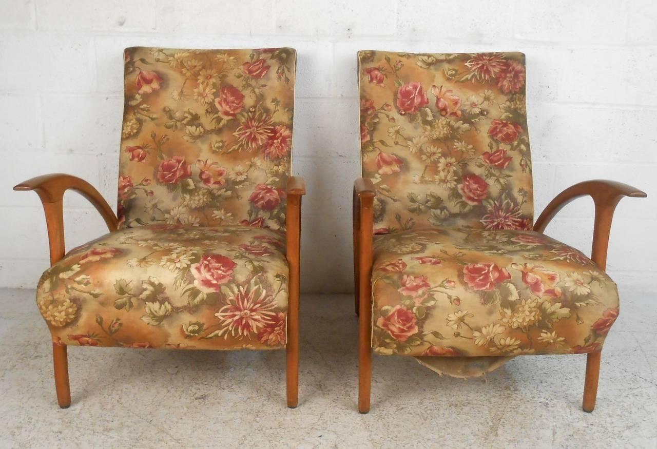 Italian Pair of Mid-Century Modern Paolo Buffa Style Armchairs For Sale