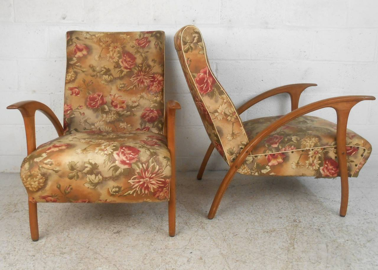 Pair of Mid-Century Modern Paolo Buffa Style Armchairs In Good Condition For Sale In Brooklyn, NY