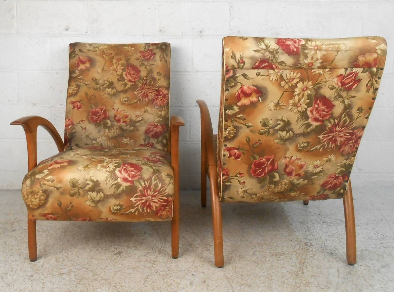 Mid-20th Century Pair of Mid-Century Modern Paolo Buffa Style Armchairs For Sale