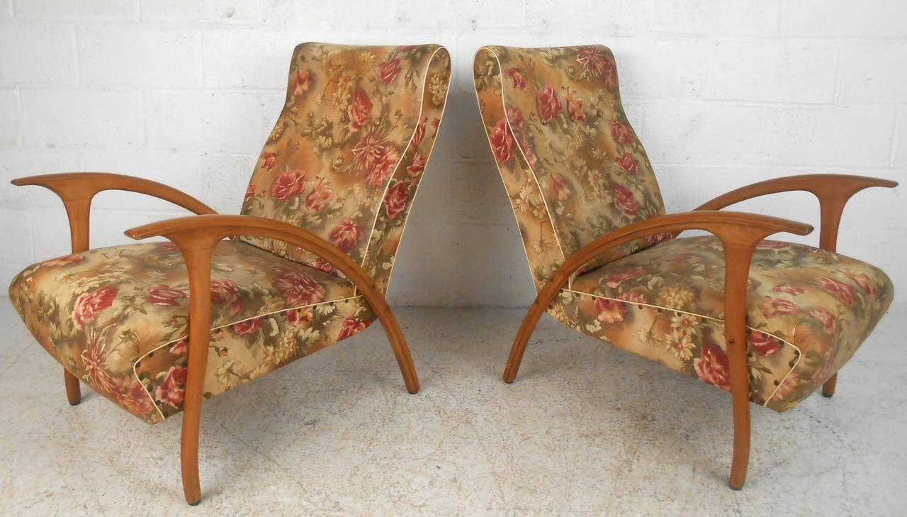 Upholstery Pair of Mid-Century Modern Paolo Buffa Style Armchairs For Sale