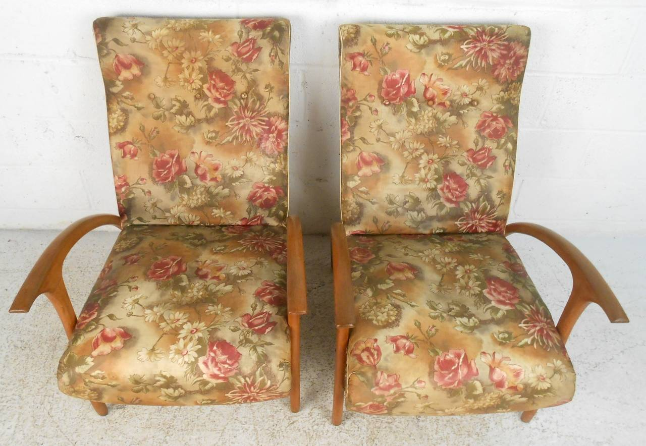 Pair of Mid-Century Modern Paolo Buffa Style Armchairs For Sale 2