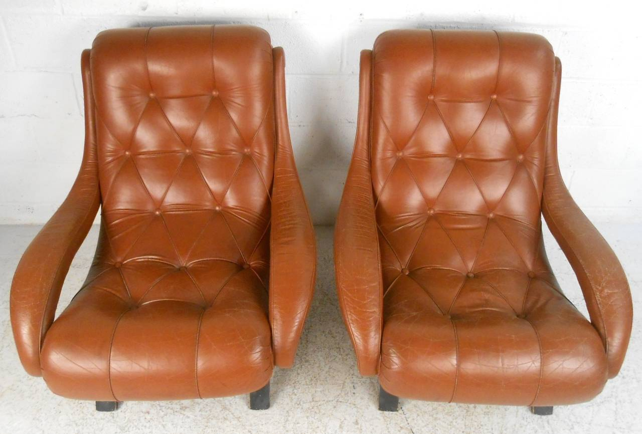 Mid-20th Century Pair of Midcentury Tufted Leather Lounge Chairs For Sale