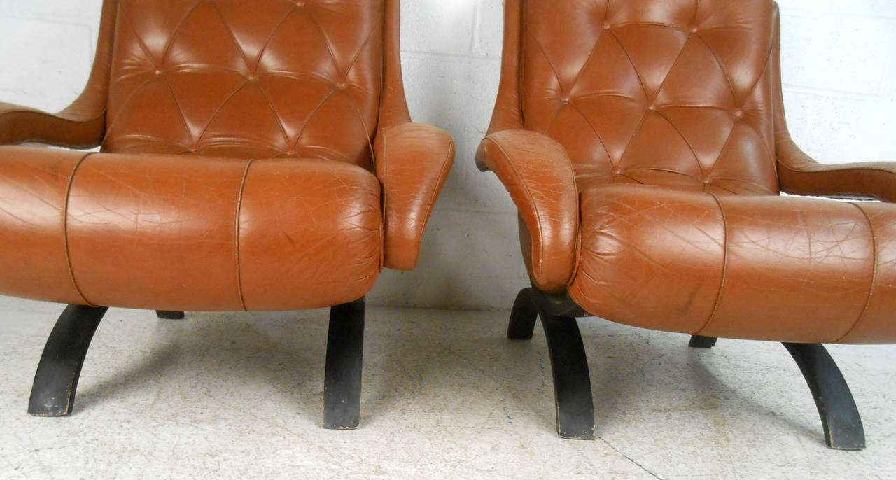 Pair of Midcentury Tufted Leather Lounge Chairs For Sale 1
