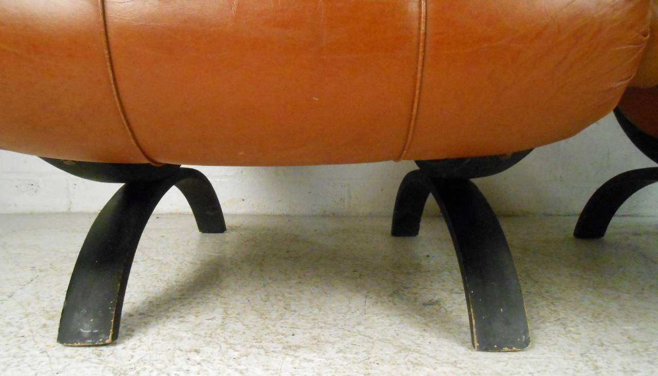 Pair of Midcentury Tufted Leather Lounge Chairs For Sale 2