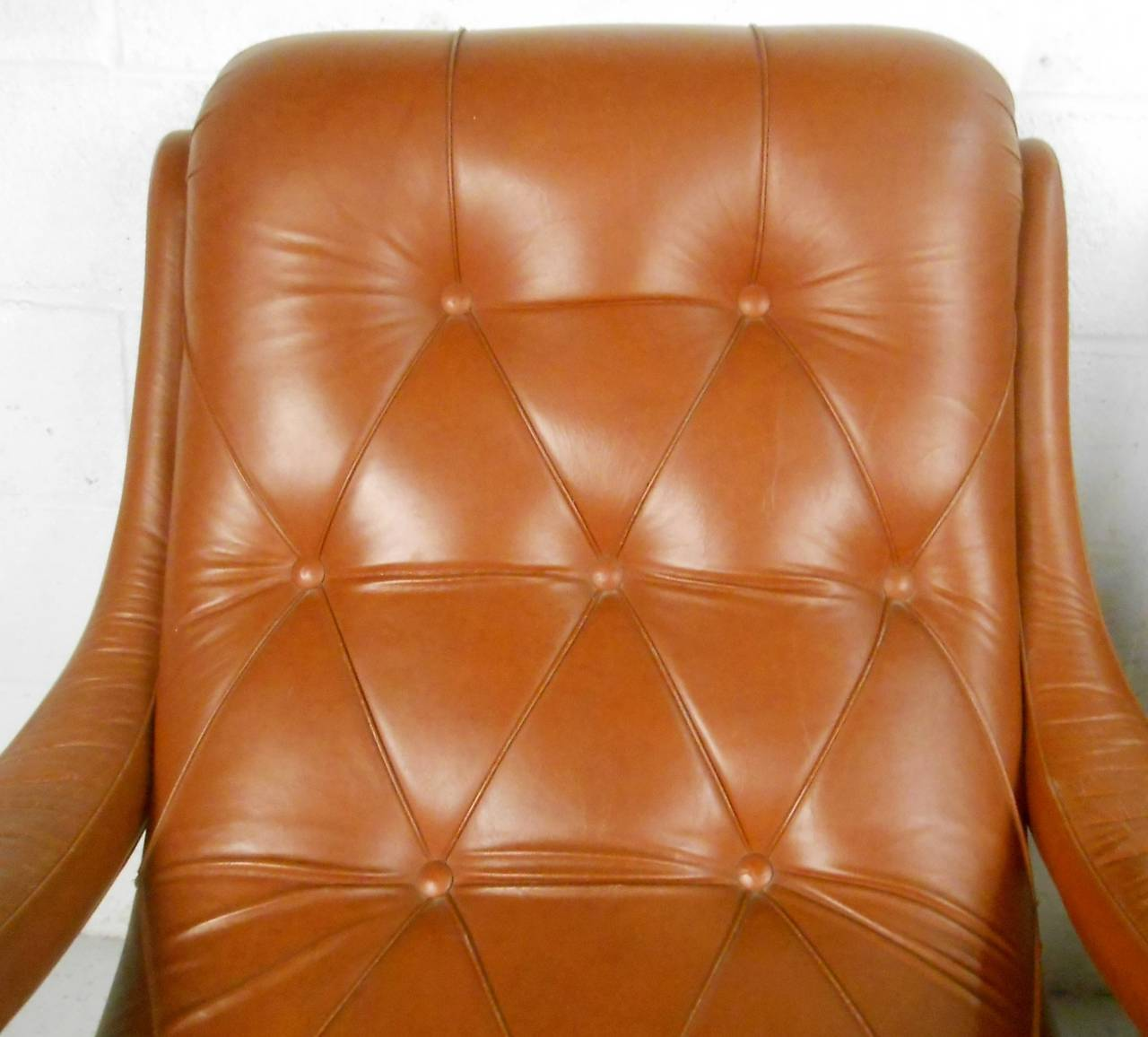 Pair of Midcentury Tufted Leather Lounge Chairs For Sale 4