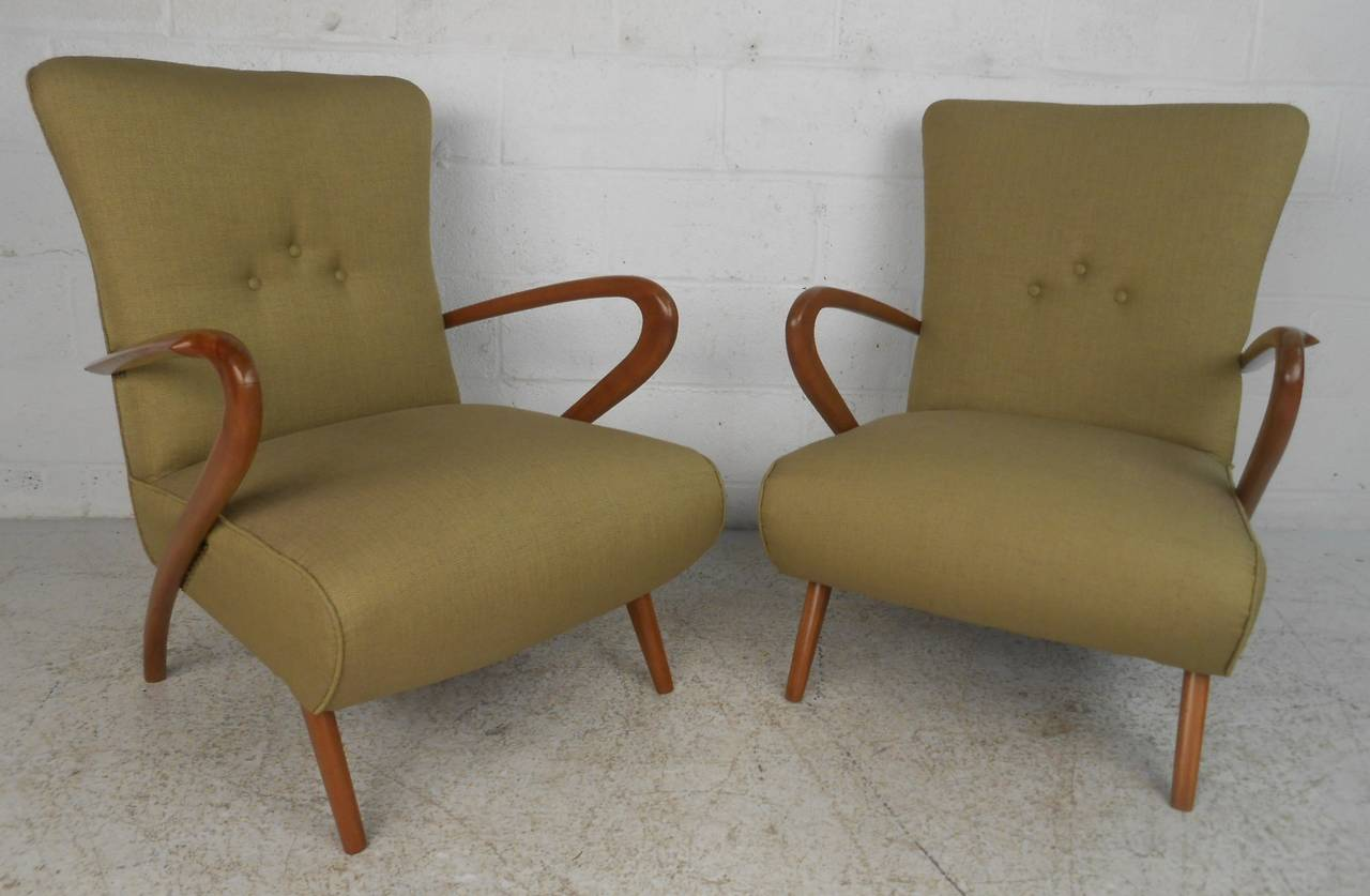 Italian Pair of Mid-Century Modern Paolo Buffa Style Lounge Chairs For Sale