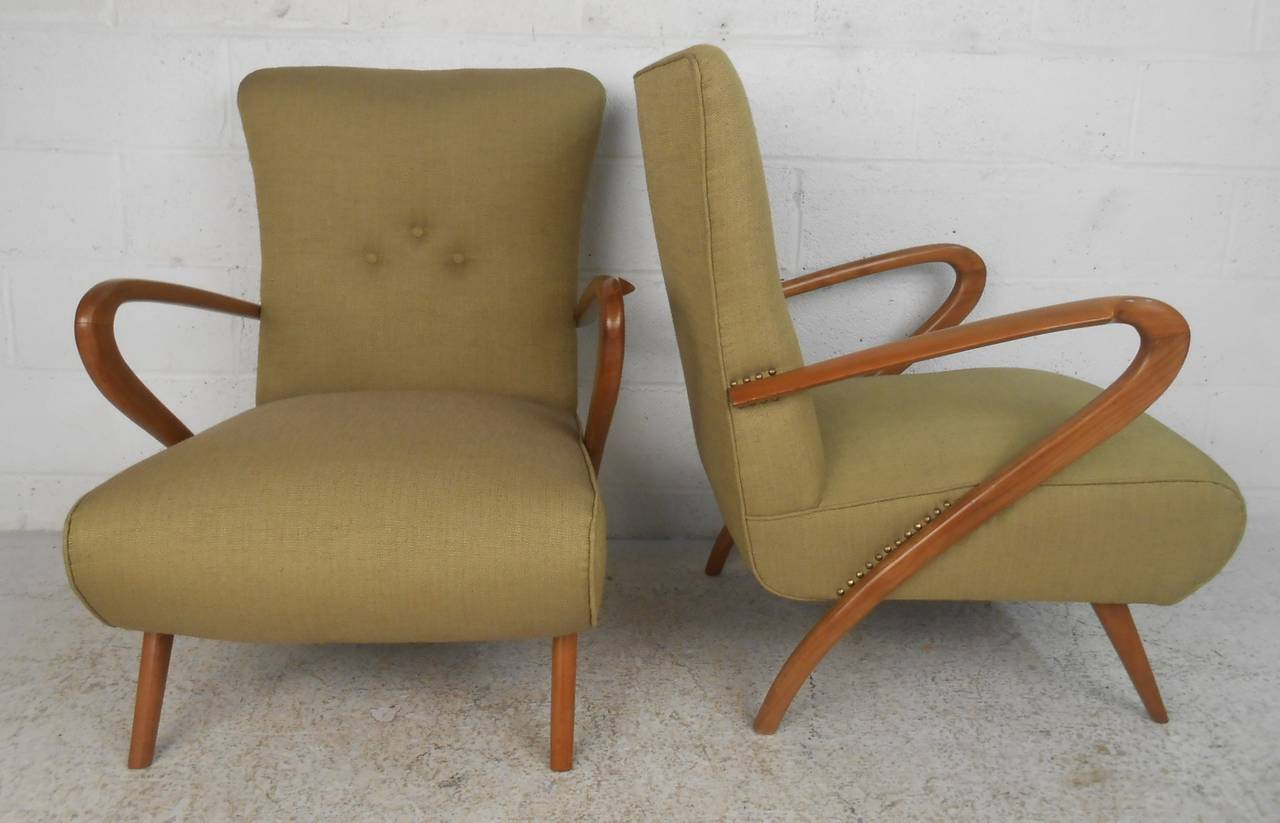 Pair of Mid-Century Modern Paolo Buffa Style Lounge Chairs In Good Condition For Sale In Brooklyn, NY