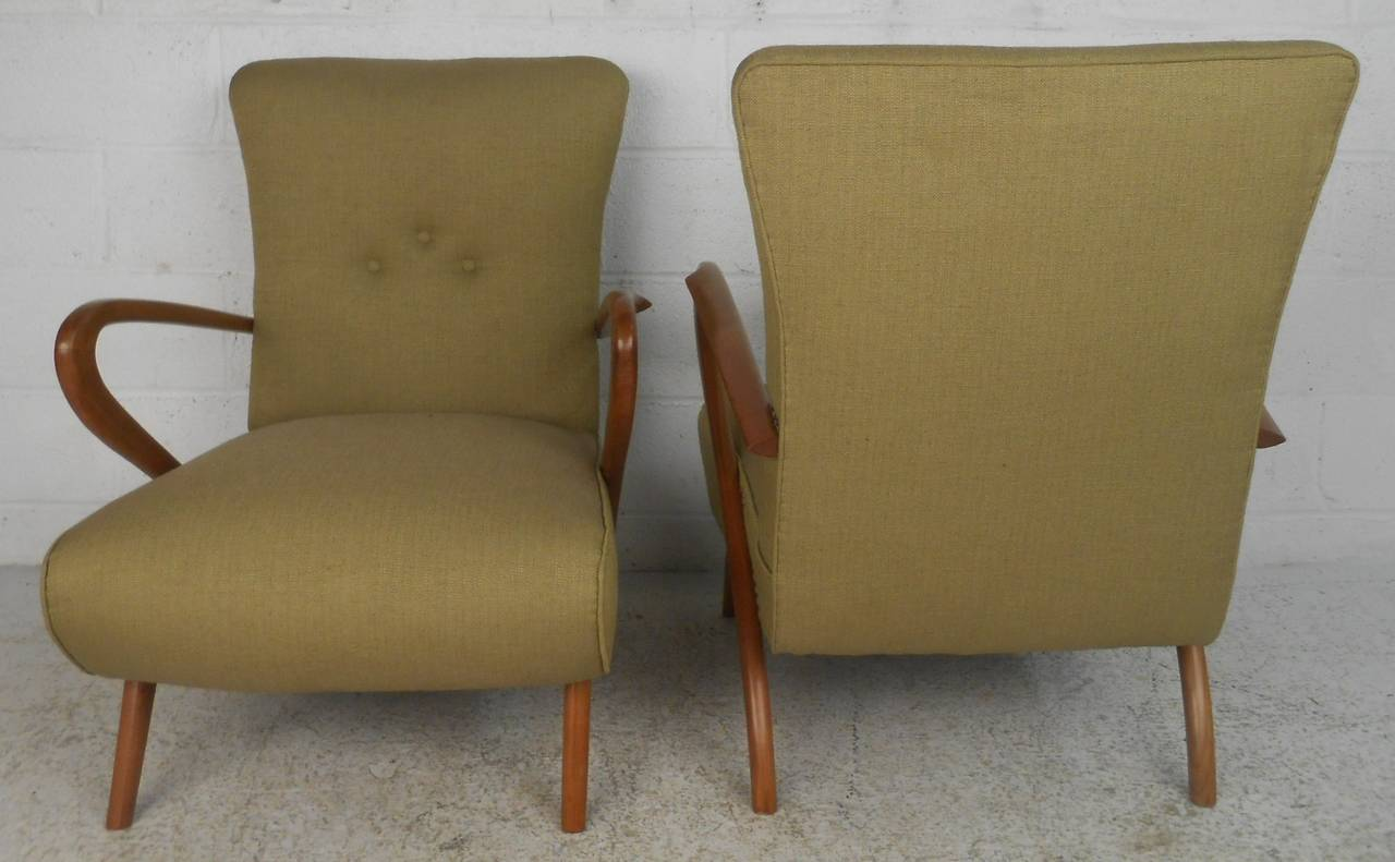 Upholstery Pair of Mid-Century Modern Paolo Buffa Style Lounge Chairs For Sale