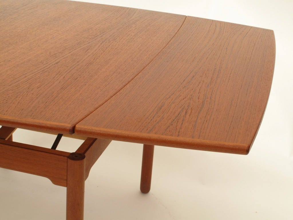 Sesam swedish expandable coffee table dining table at for Expandable dining table