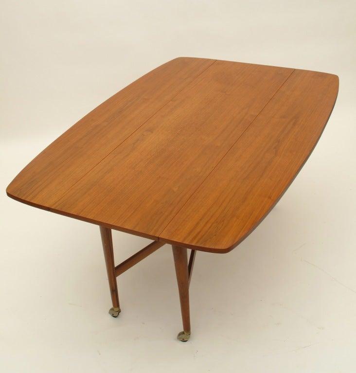 Drexel Sofa Drop Leaf Dining Table at 1stdibs : 921913443069902 from www.1stdibs.com size 732 x 767 jpeg 42kB