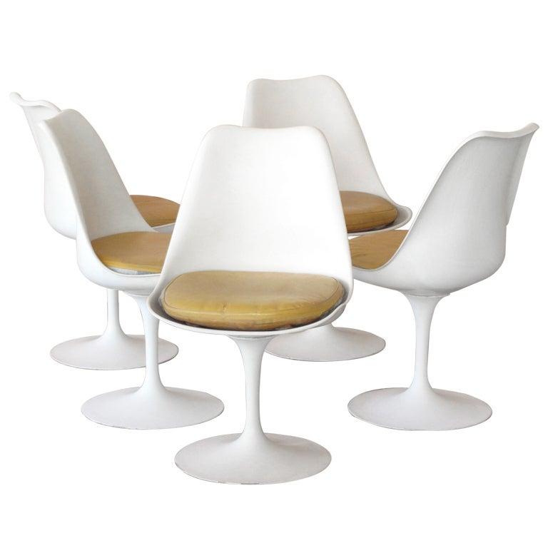 Saarinen Tulip Chair 1960s eero saarinen tulip chairs, set of 5 at 1stdibs