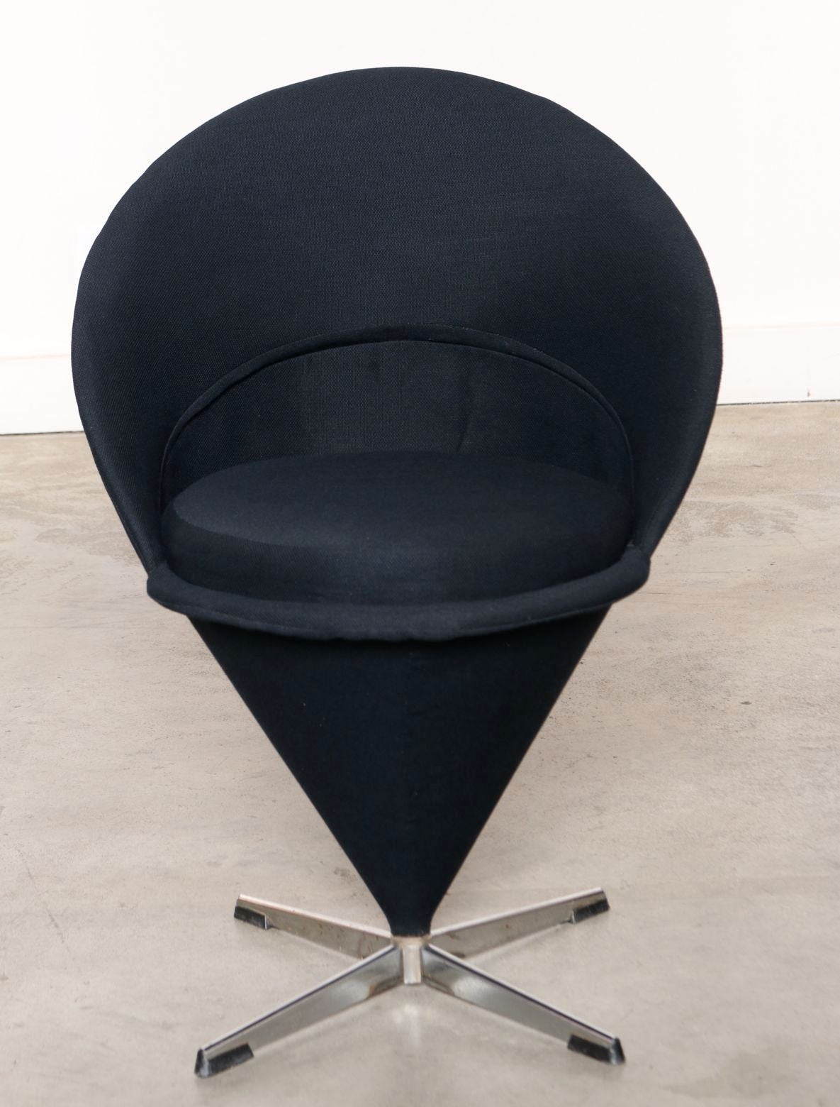 four original 1950s verner panton k1 cone chairs at 1stdibs. Black Bedroom Furniture Sets. Home Design Ideas