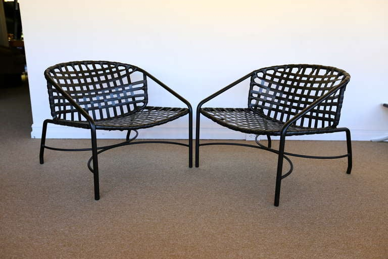 Pair of outdoor vintage kantan lounge chairs by tadao for Brown jordan lawn furniture