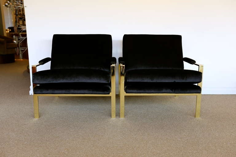 Mid-Century Modern Pair of Brass & Velvet Lounge Chairs by Milo Baughman For Sale