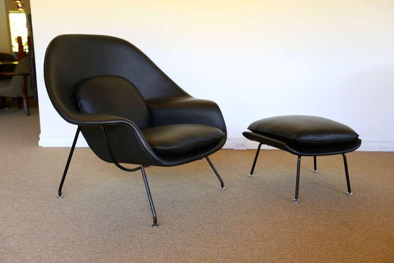 Mid Century Modern Early Black Leather Eero Saarinen U0027u0027Womb Chairu0027u0027 For