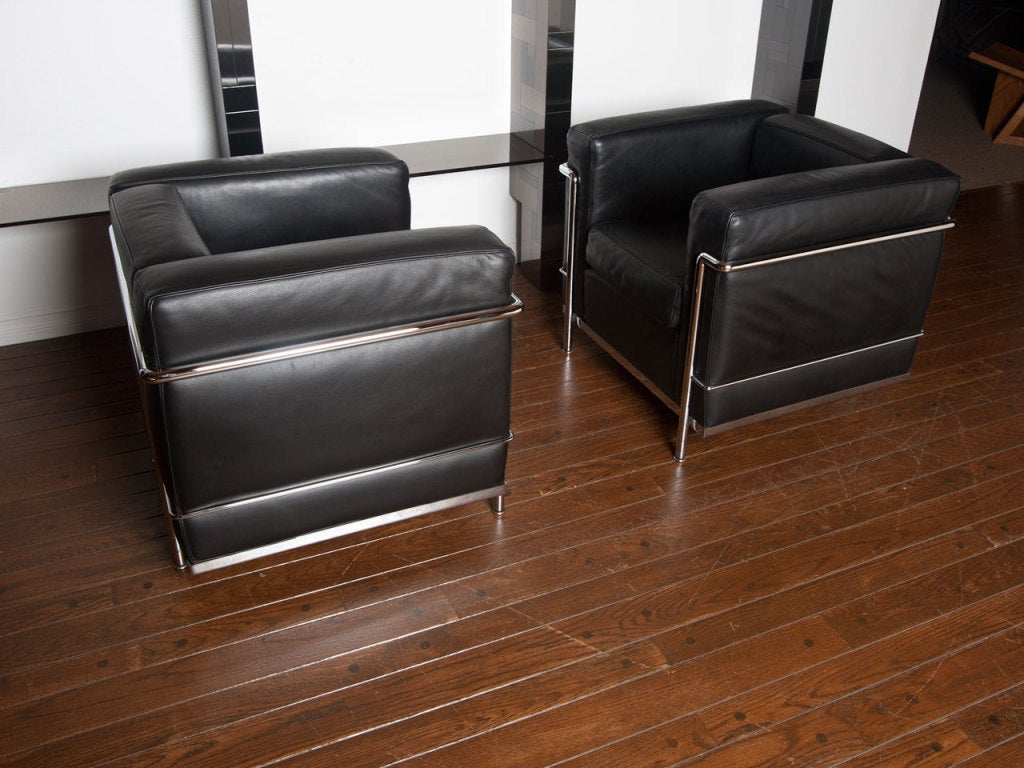 pair of lc2 le corbusier lounge chairs by cassina at 1stdibs. Black Bedroom Furniture Sets. Home Design Ideas