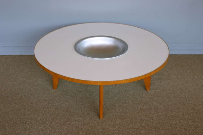 Mid-Century Modern Coffee table with planter by George Nelson for Herman Miller For Sale