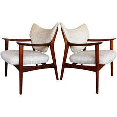 Pair of sculptural lounge chairs by Peter Wessel