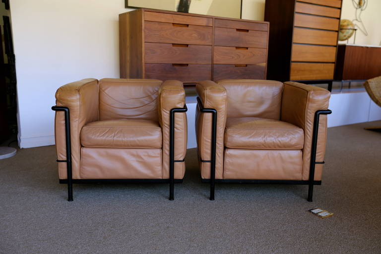 Mid Century Modern Pair Of LC2 Le Corbusier Chairs For Cassina For Sale