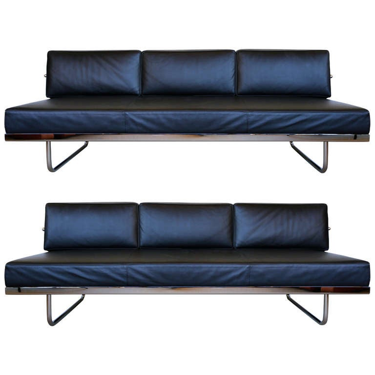 Pair Of Le Corbusier LC5 Sofa Day Beds By Cassina For Sale