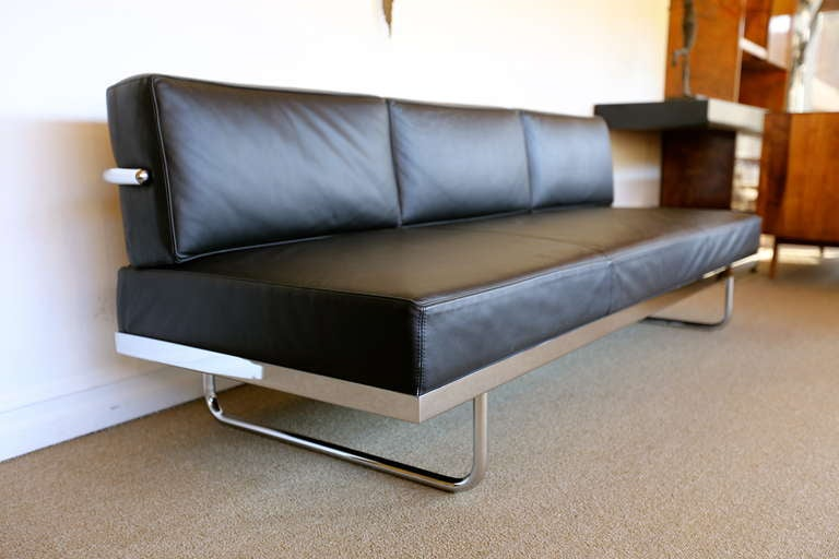 Pair of le corbusier lc5 sofa day beds by cassina at 1stdibs for Le corbusier sofa nachbau