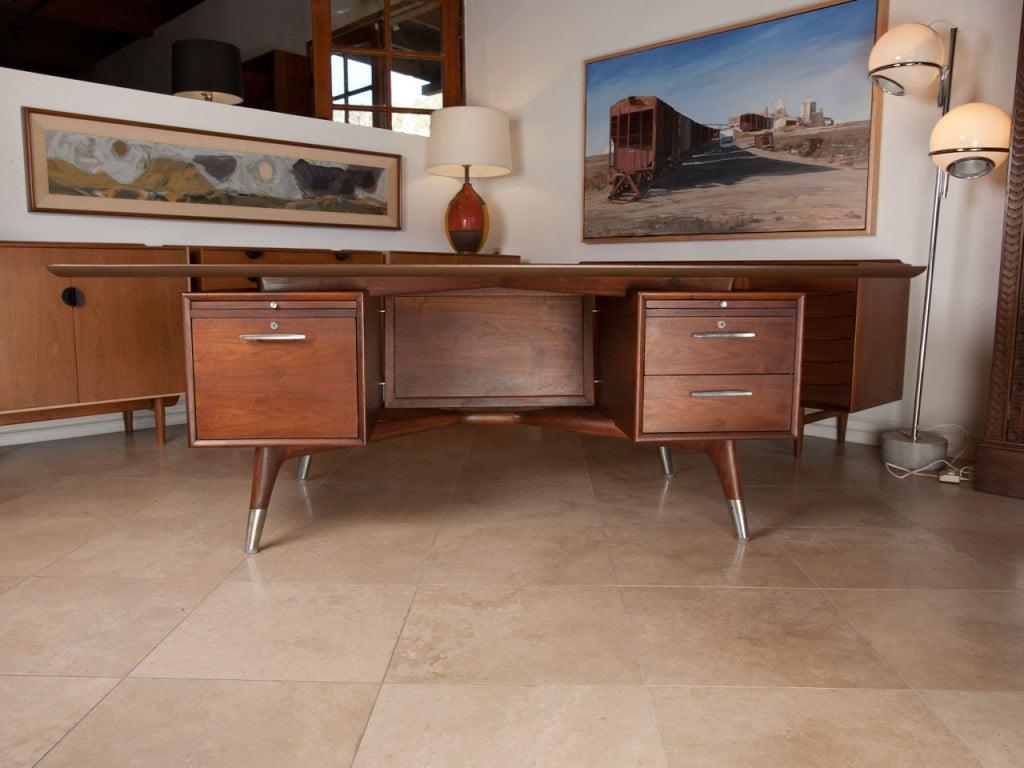 Mid-20th Century Dynamic American walnut executive desk