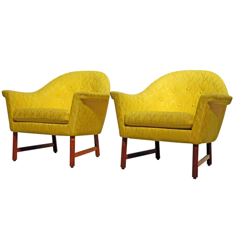 Pair of Mid Century Modern Wing Lounge Chairs at 1stdibs