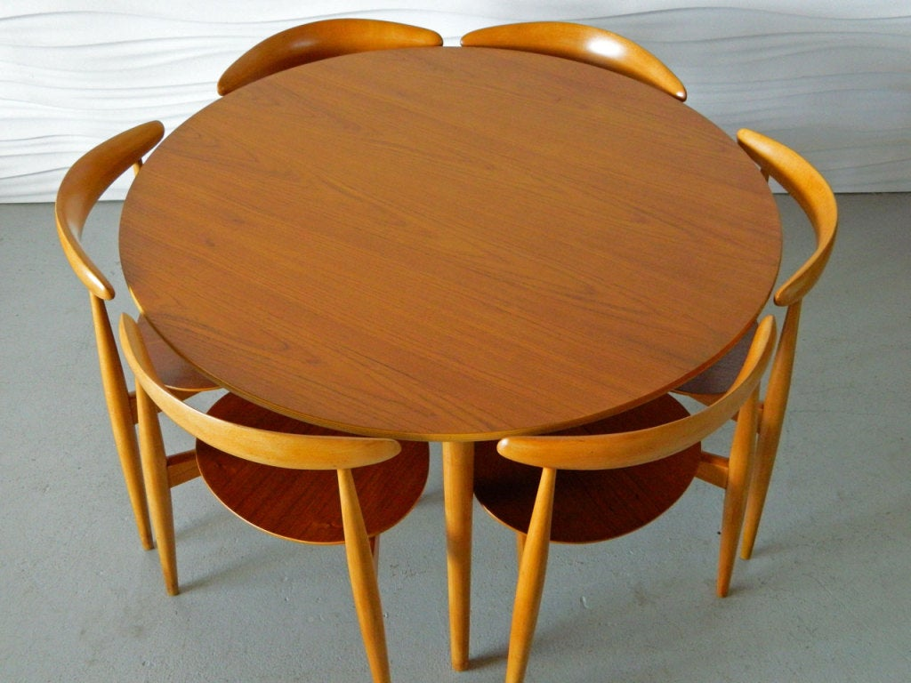 Hans Wegner Table And Six Heart Chairs At 1stdibs