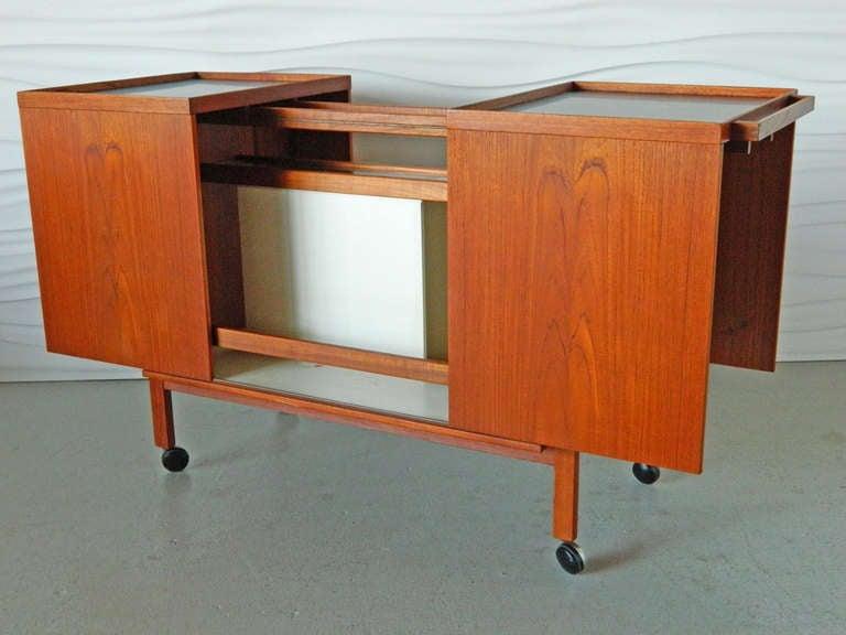 Mid Century Danish Modern Teak Bar Cart In Good Condition For Baltimore Md