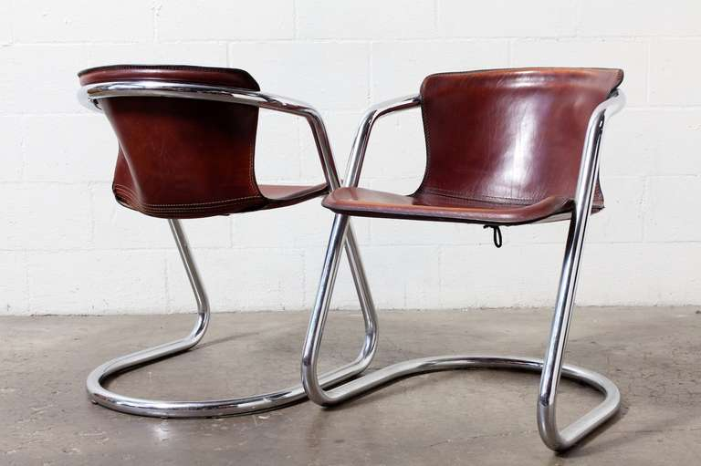 Set of 4 Leather and Chrome Dining Chairs In Good Condition For Sale In Los Angeles, CA