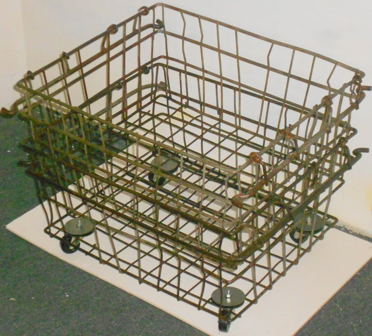 Industrial Wire Storage Basket On Wheels Quantity