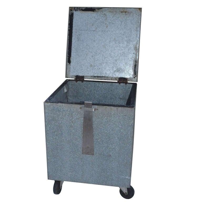 Galvanized Steel Bin With Lid On Wheels 1