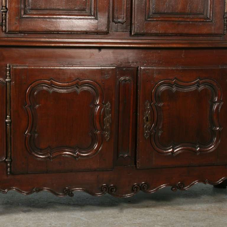 18th Century and Earlier Louis XV French Buffet Deux Corps, Circa 1760 For Sale