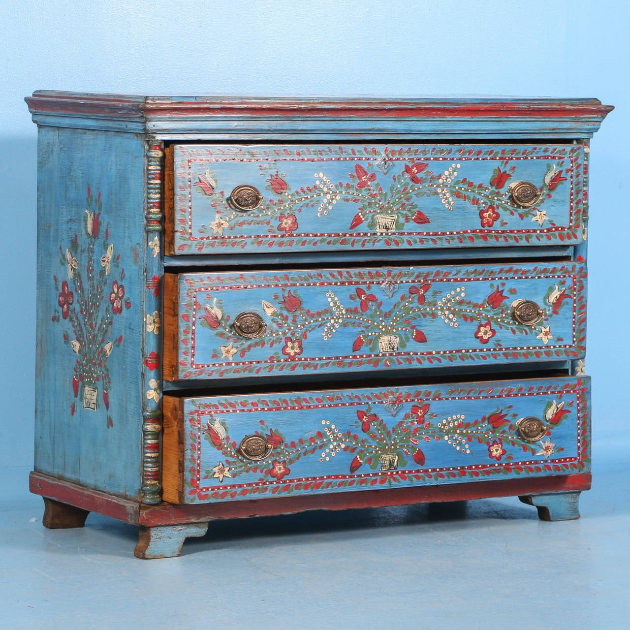 Awesome The Vibrant Colors Are All Original On This Painted Chest Of Drawers. The  Blue With