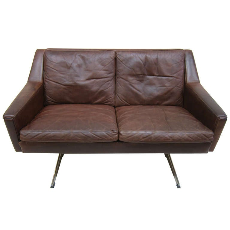 Danish mid century leather sofa at 1stdibs for Mid century modern leather sofa