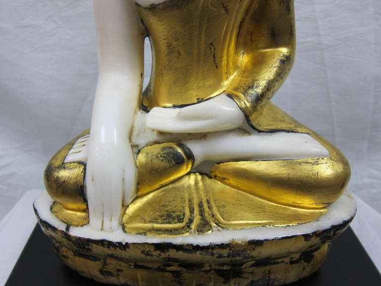 Burmese Alabaster Buddha In Excellent Condition For Sale In New York, NY