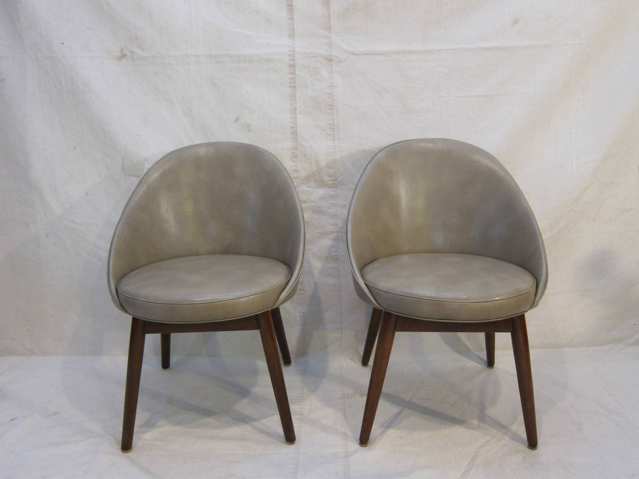 Pair of Danish Chairs Attributed to Ejvind Johansson In Excellent Condition For Sale In New York, NY