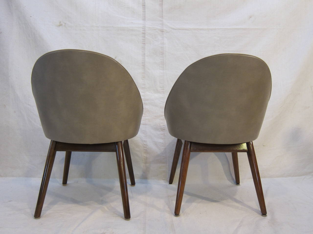Mid-20th Century Pair of Danish Chairs Attributed to Ejvind Johansson For Sale